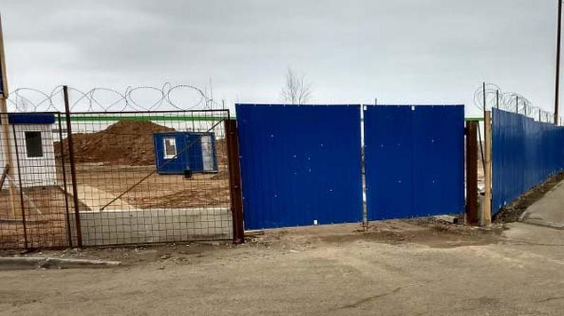 Грязь от строительства торгового объекта «Леруа Мерлен», которую разносят по улицам грузовики со стройки, стала поводом для электронного обращения «Иваново37» в Департамент природных ресурсов и экологии Ивановской области.