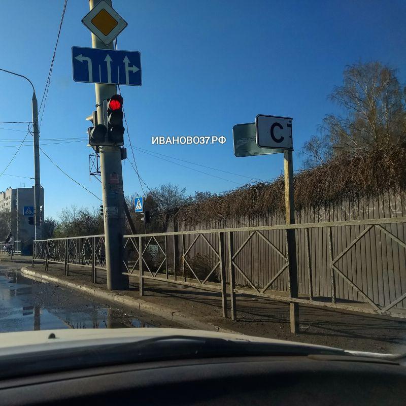 Администрация Иванова заменит сломанный вандалами дорожный знак