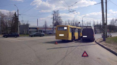 В аварию у Автовокзала попал автобус с 24 пассажирами