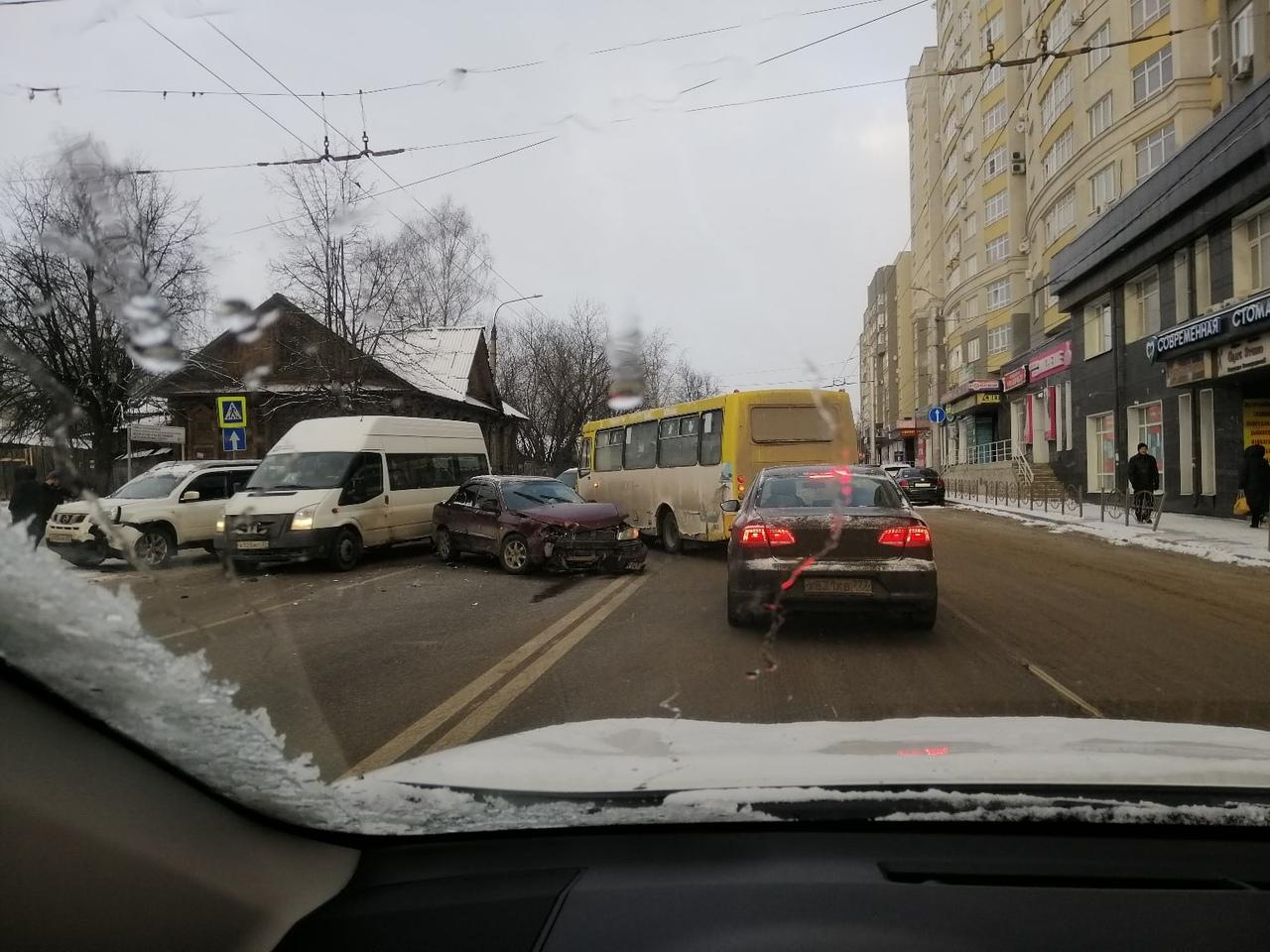 Авария на Кузнецова: очередное ДТП парализовало движение
