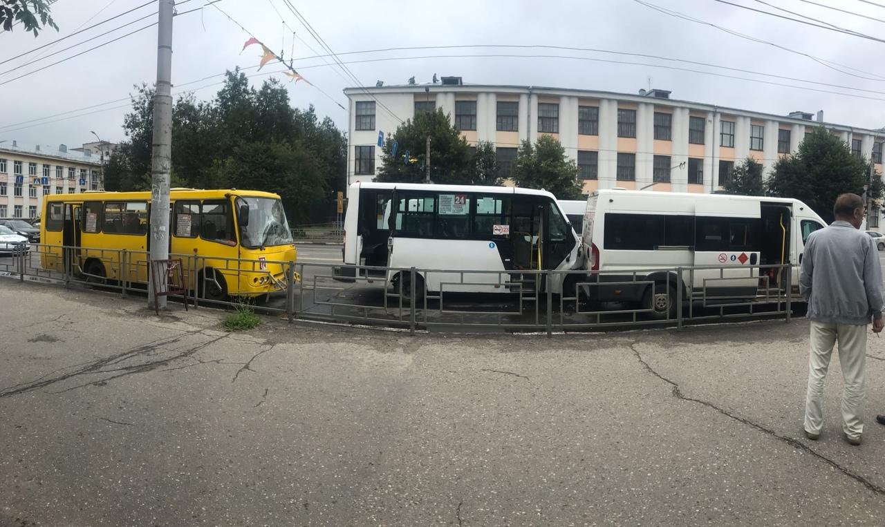 В ДТП маршруток на Шереметьевском проспекте пострадали шесть человек