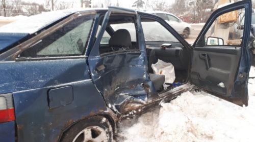 Трое детей пострадали в ДТП на Лежневской
