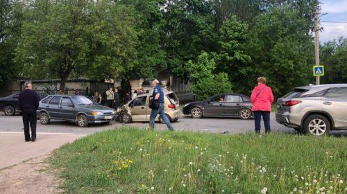 Авария на Тимирязева: столкнулись четыре автомашины и создали пробки
