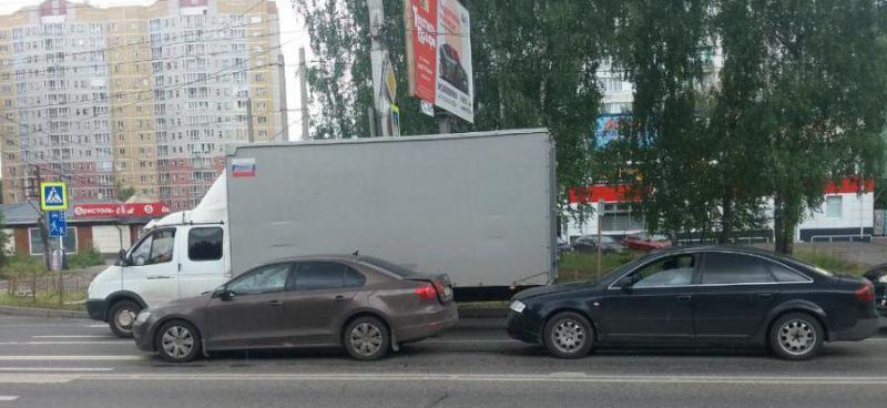 На Кохомском шоссе «ВАЗ» спровоцировал тройную аварию с пострадавшими
