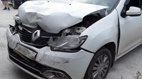 Авария на Кукунковых: столкнулись два «Рено»