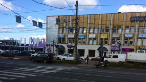 На перекрестке Куконковых-Текстильщиков мопедист врезался в легковушку