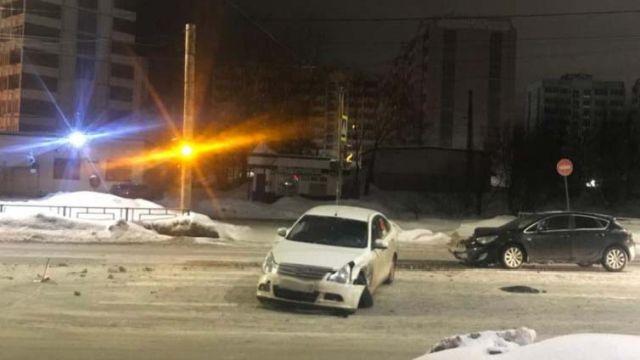 На Куконковых столкнулись две легковушки: пострадала девушка-пассажир