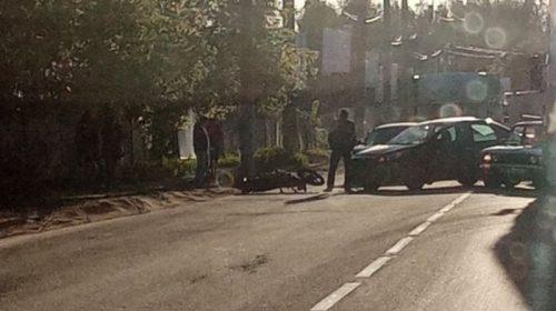 На улице Парижской Коммуны «Форд-Фокус» сбил мотоциклиста