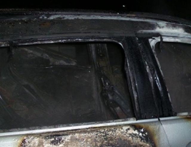 Ночной автопожар: на Кавалерийской горел автомобиль