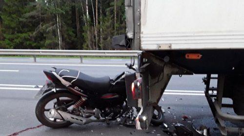 Авария в Лежневском районе: мотоциклист протаранил грузовик