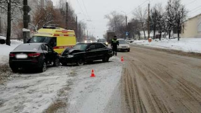 ДТП на улице Сарментовой: пострадали мужчина и женщина