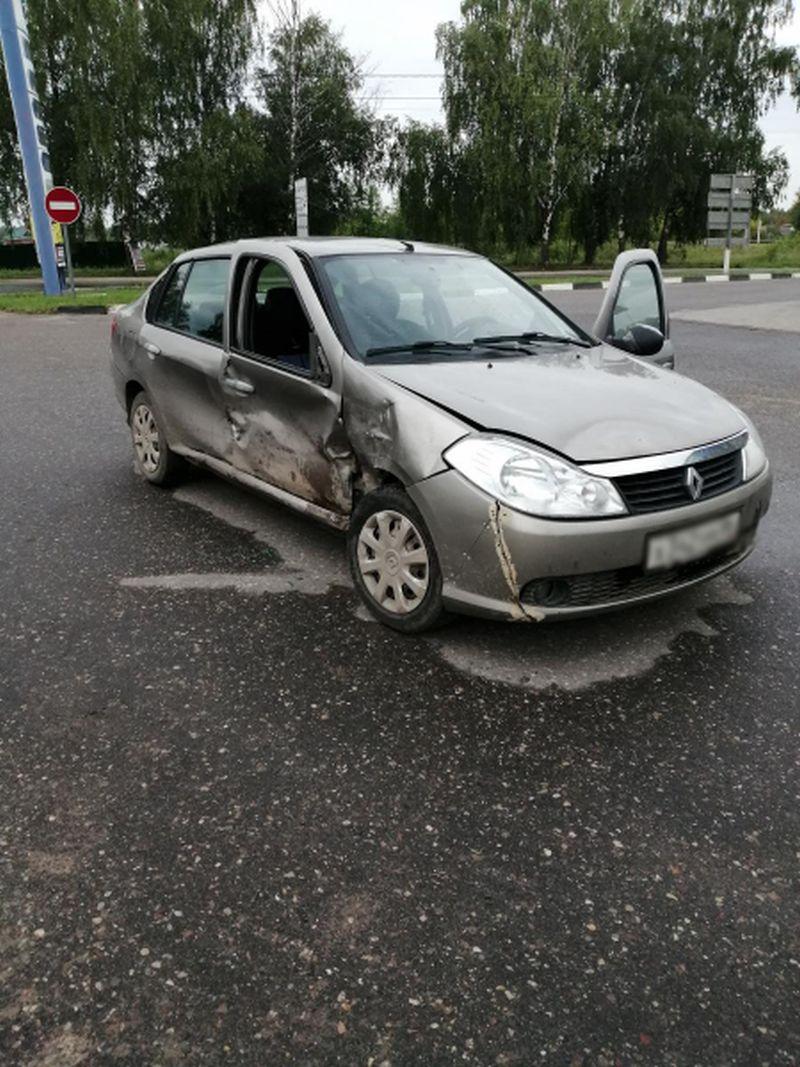 В Шуе при столкновении двух иномарок пострадала 81-летняя пассажирка
