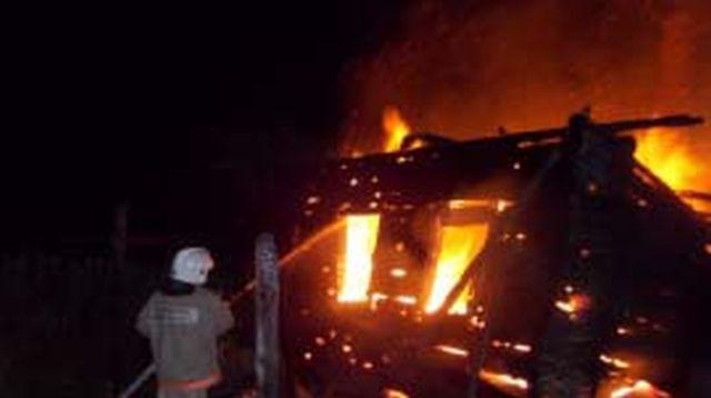 Пожар в Вичуге – огнем повреждены жилой дом и пристройка
