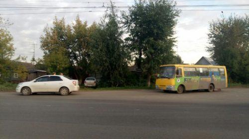 На Суздальской автобус столкнулся с иномаркой – пострадала пассажирка