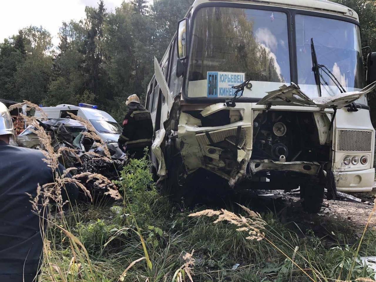 В ДТП с автобусом на трассе Кинешма — Юрьевец погиб человек