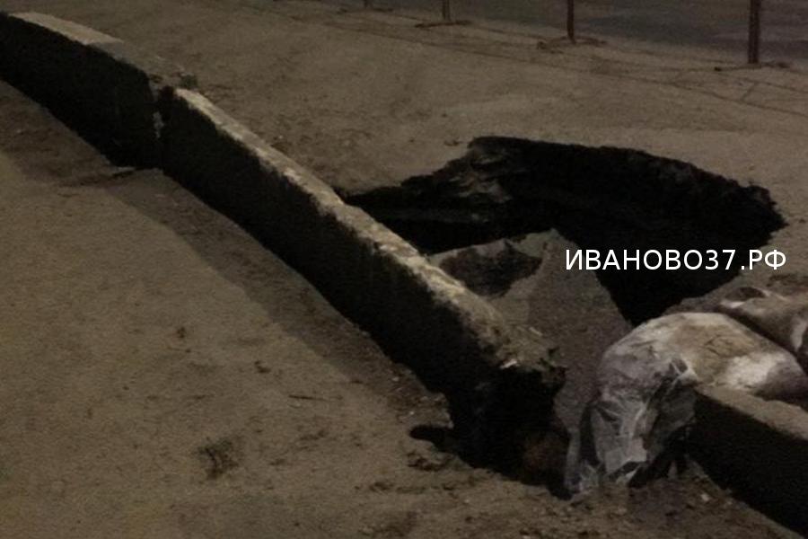 На мосту по улице Смирнова образовался глубокий провал