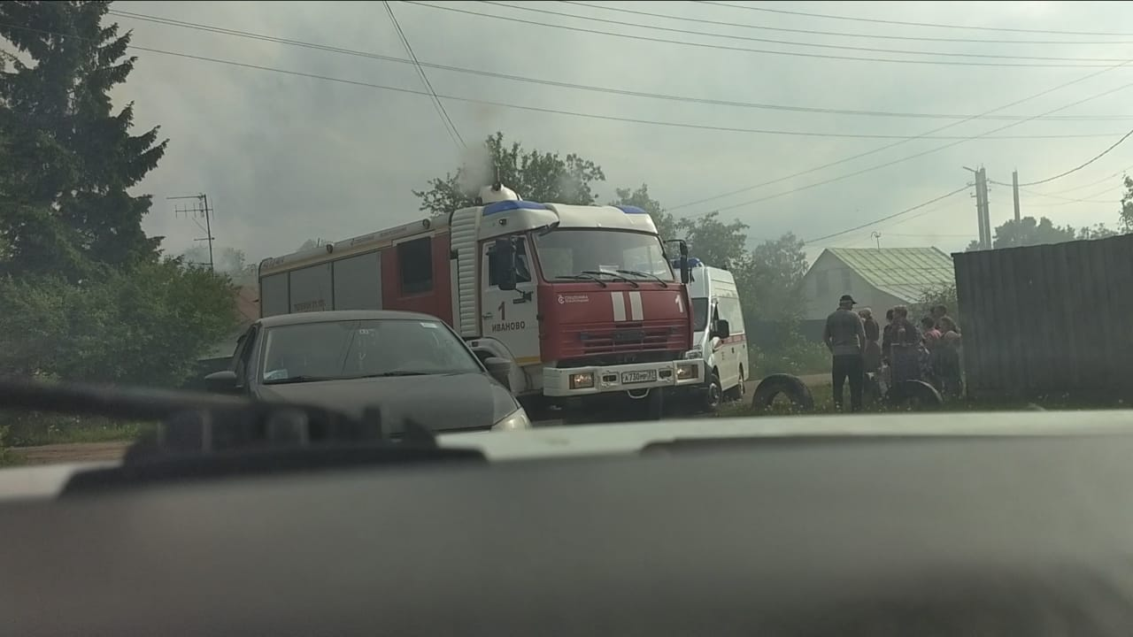 Пожарный пострадал в пожаре на 3-й Межевой по время спасения погорельца