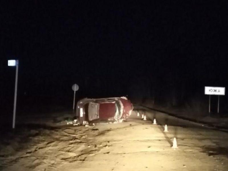 В Южском районе опрокинулась Ауди: в аварии пострадали водитель и пассажир