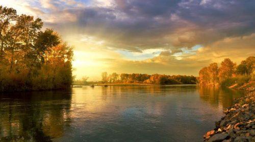Река в Ивановской области затопила мост