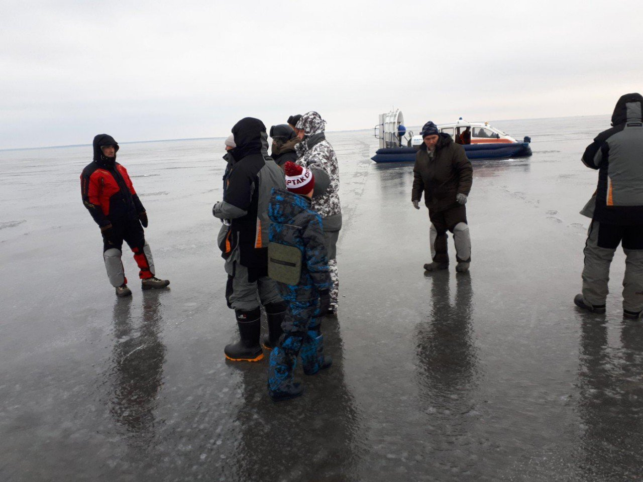 В Юрьевецком районе семь человек с ребенком уплыли на льдине