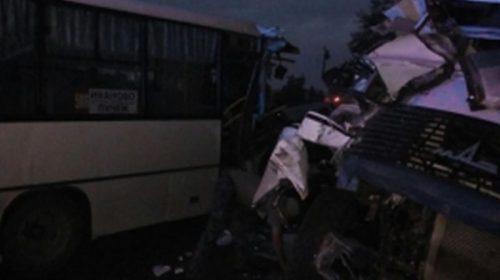 В Палехском районе произошло столкновение грузовика с пассажирским автобусом