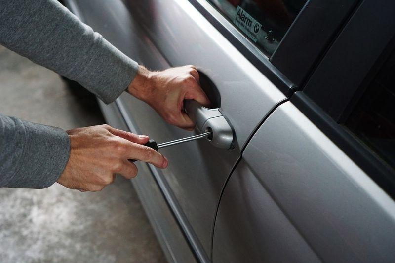 Двое мужчин получили сроки за кражи автомобилей в Ивановской области
