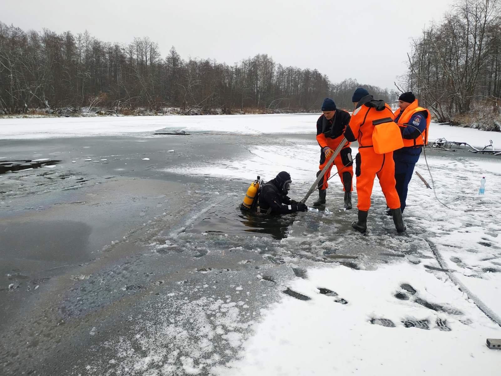 В Шуе утонул человек: женщина на Тезе каталась на коньках