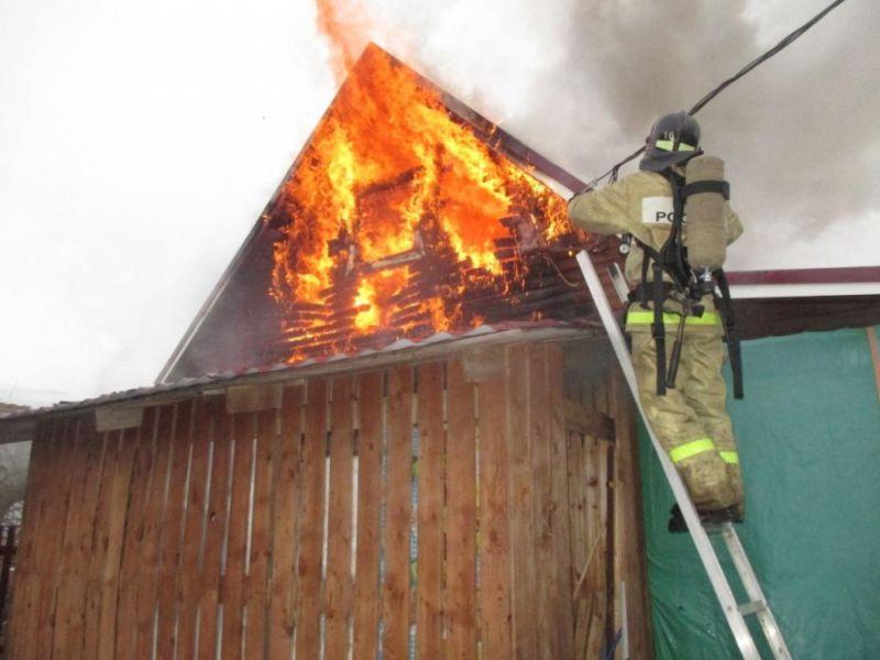 На улице Тихой сгорел частный дом на большой площади