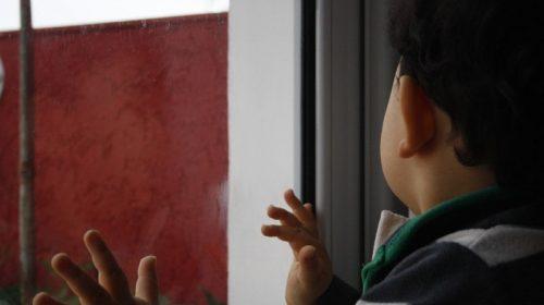 На улице Куликова 5-летний мальчик выпал из окна