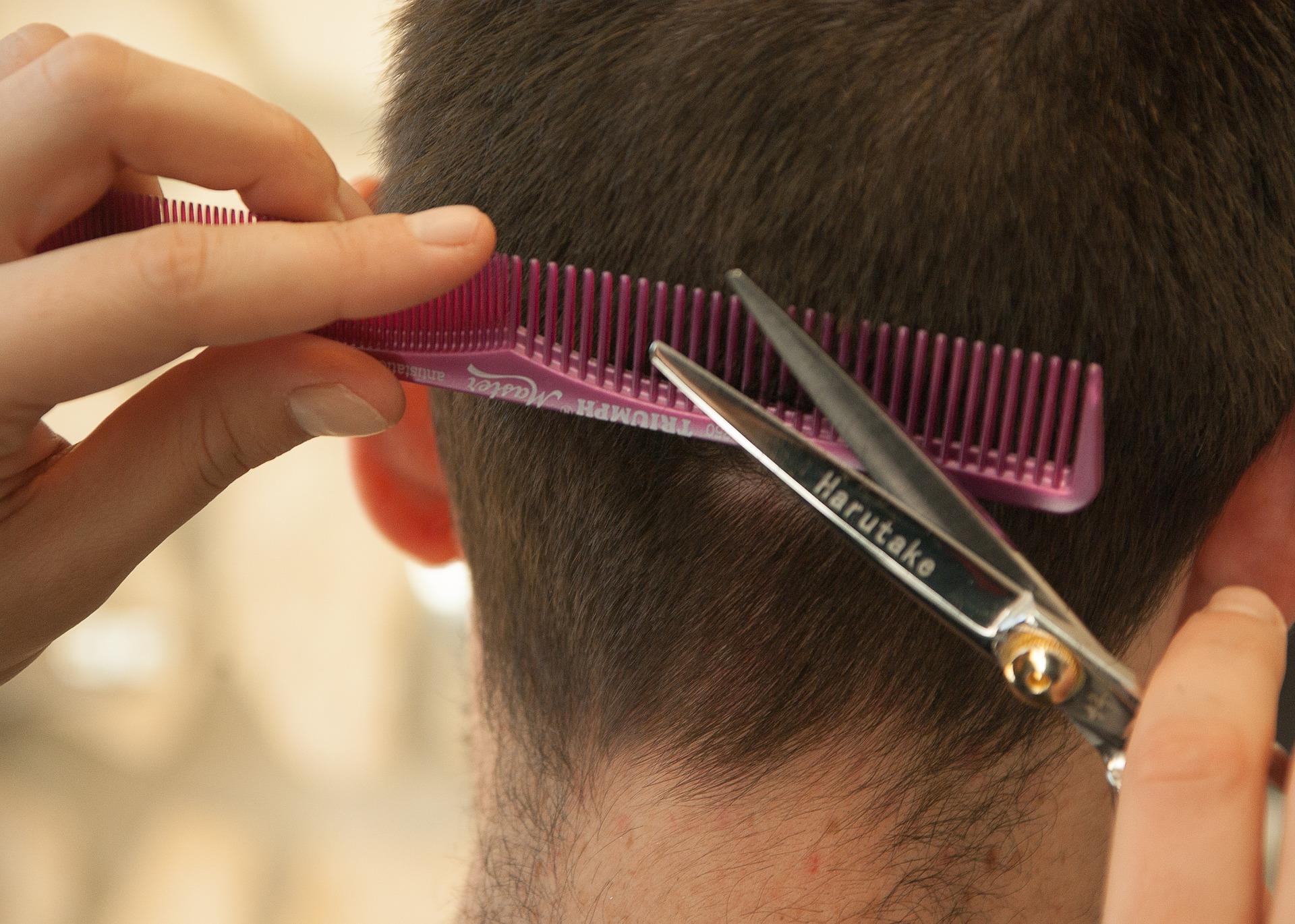 Оснащение парикмахерской – довольно сложная задача