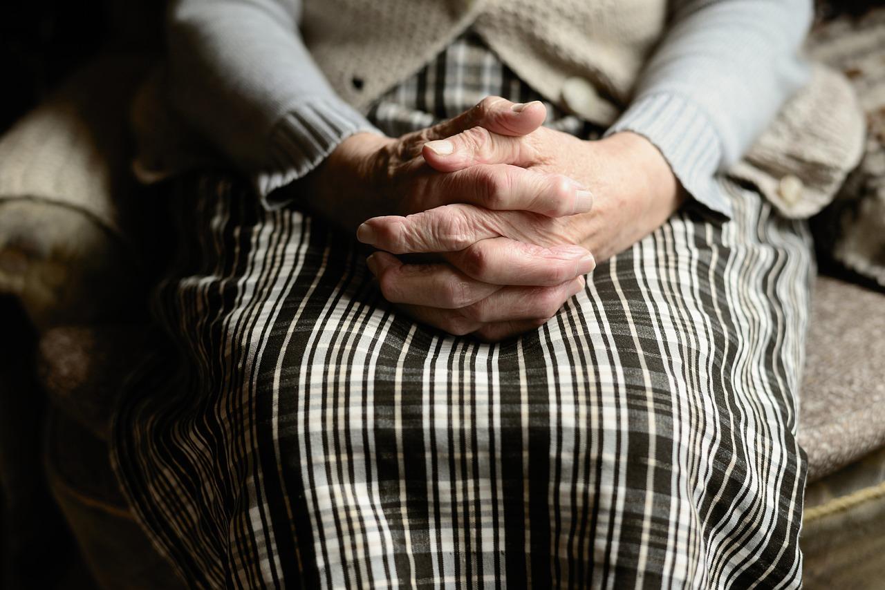 В Родниках сын попытался задушить 81-летнюю мать