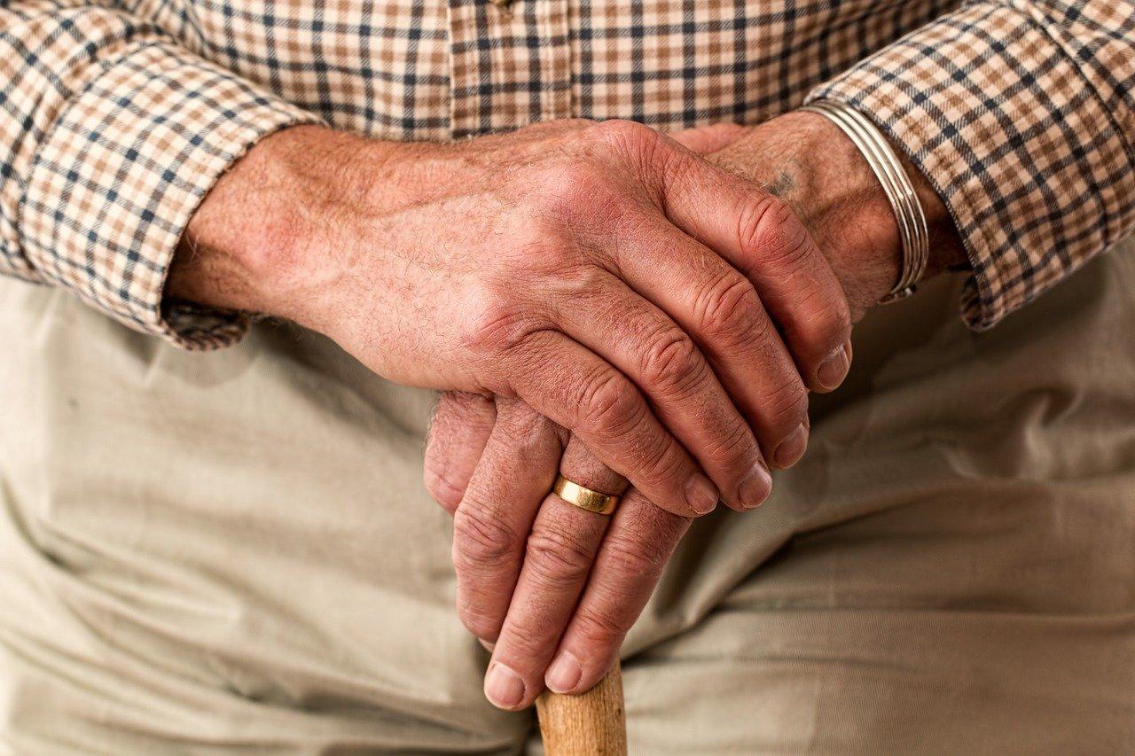 В Заволжске мужчина нагло ограбил малознакомого пенсионера