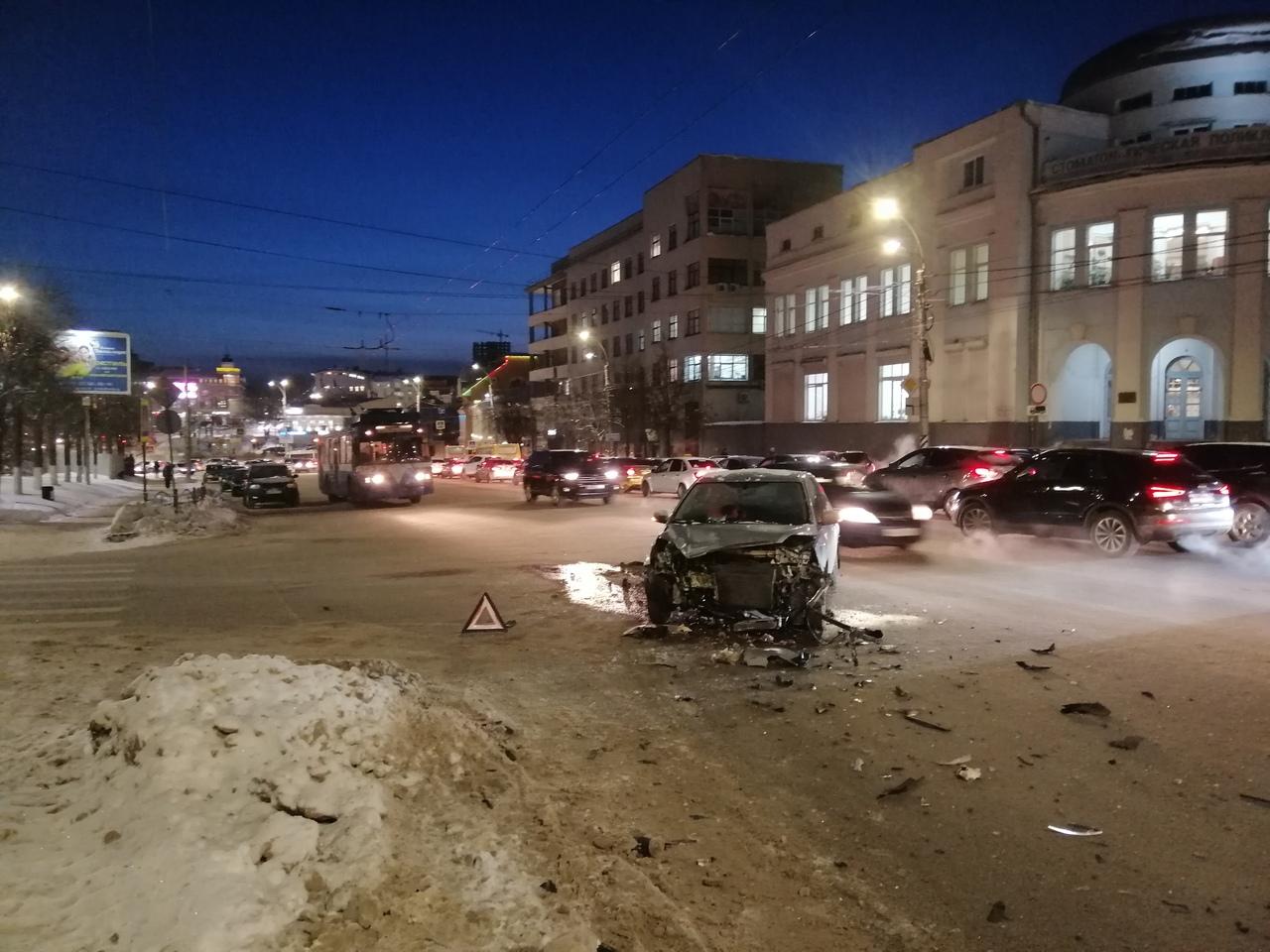 Авария BMW на Шереметьевском у медакадемии произошла без пострадавших