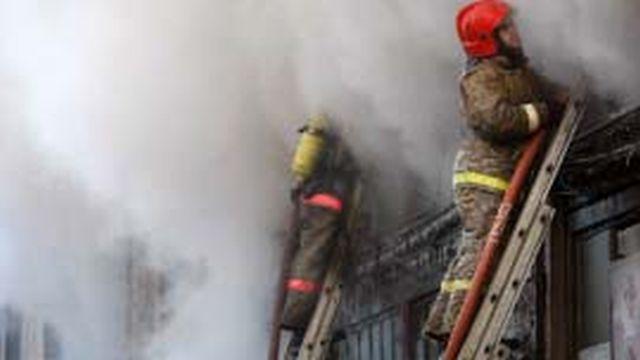 """Пожар на Новаторской потушен: горел частный дом на 60 """"квадратах"""""""