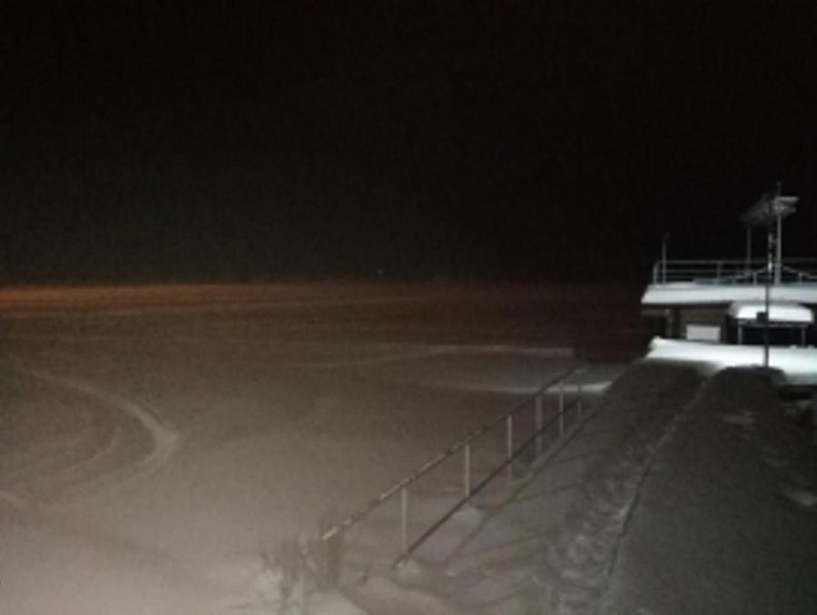 Пять человек на снегоходах провалились под лед у «Семигорья»
