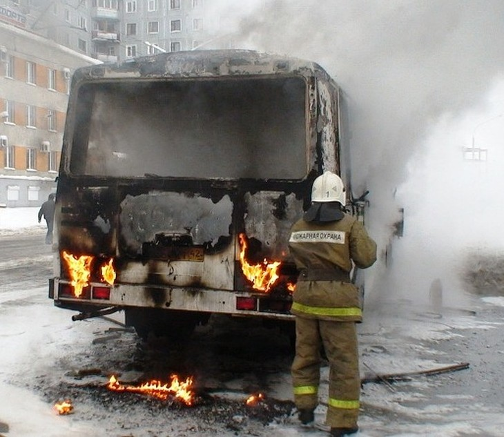Пожар на Станкостроителей: выгорел припаркованный автобус