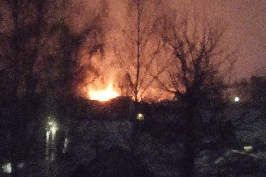 Горит дом на Харинке сейчас: пожар на 7-й Санаторной на видео тушит МЧС