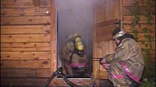 Большой пожар в Ивановском районе. Сгорели два дома и два автомобиля