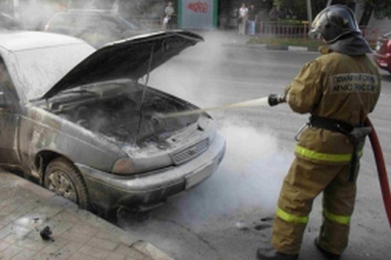 Ночью на улице Ванцетти сгорели сразу два автомобиля