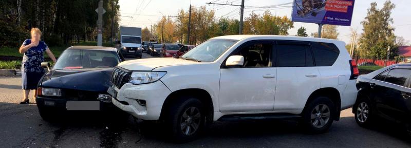 На перекрестке Куконковых-Панина «Тойота Ленд Крузер» влетел в «Ауди»