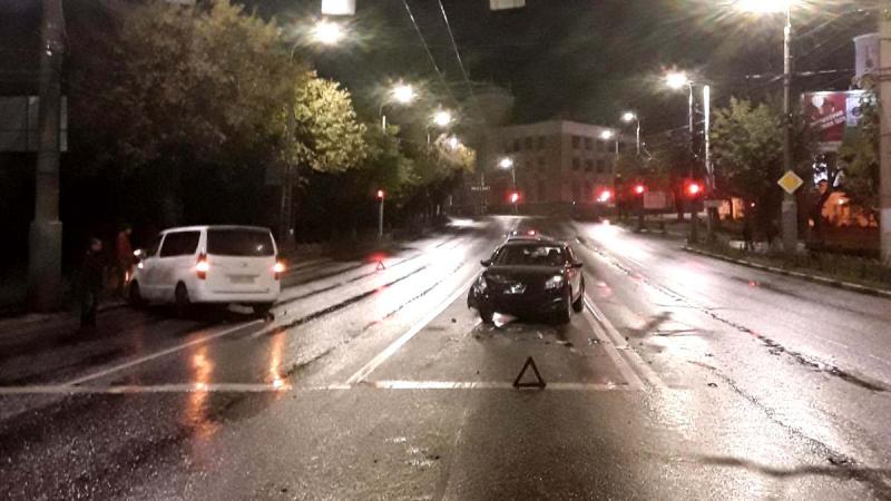 В ДТП на перекрестке Жарова - проспекта Ленина попали сразу четыре автомобиля