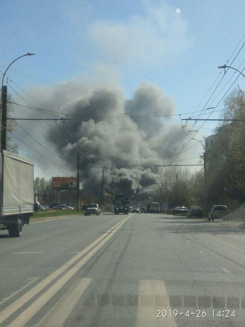 В помещениях бывшего Ивановского завода тяжелого станкостроения вспыхнул пожар - горит швейный цех