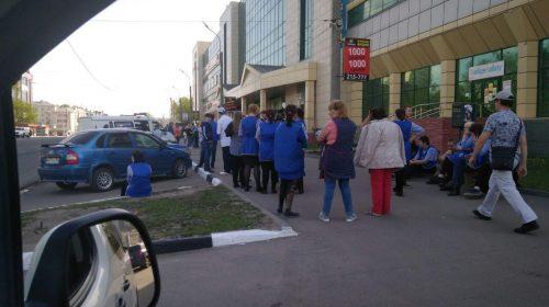 Эвакуация в Никольском и Серебряном городе идет из-за звонка о бомбе
