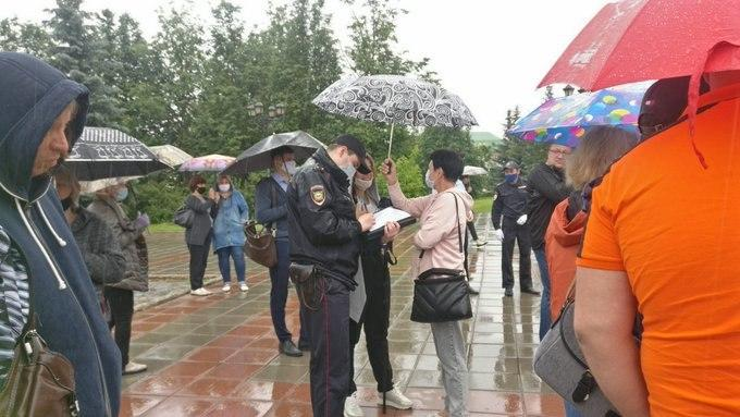 Стихийный митинг предпринимателей проходит в центре Иванова