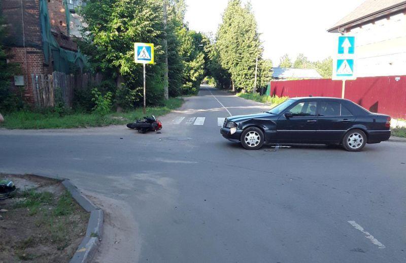 За сутки в Шуе две аварии: среди пострадавших мопедист и мотоциклист