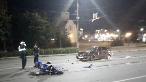 Авария на улице 10-го августа: мотоциклист столкнулся с «Ладой»