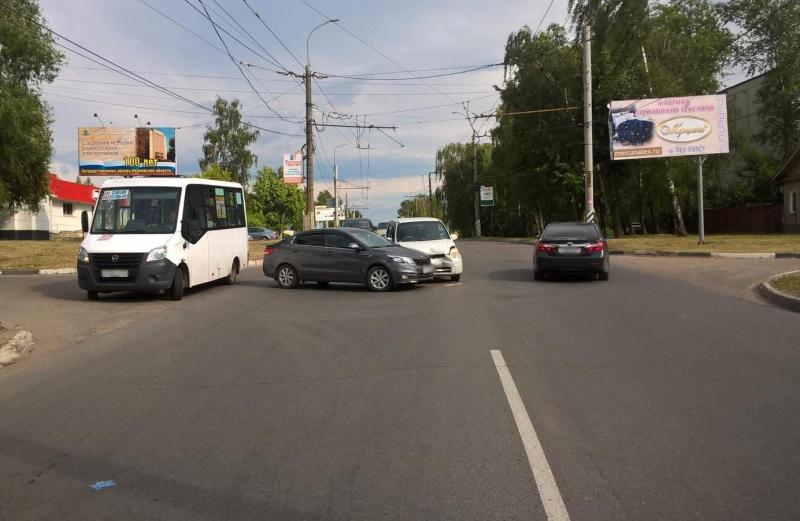 Тройная авария на перекрестке Жиделева-Громобоя