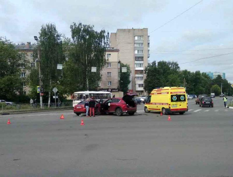 Авария на перекрестке проспекта Ленина – улицы Якова Горелина