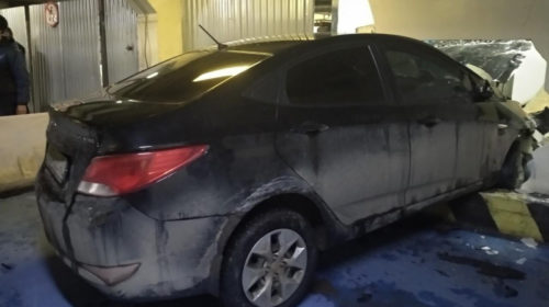 Авария на парковке торгового центра в Иваново: водитель наехал на стену