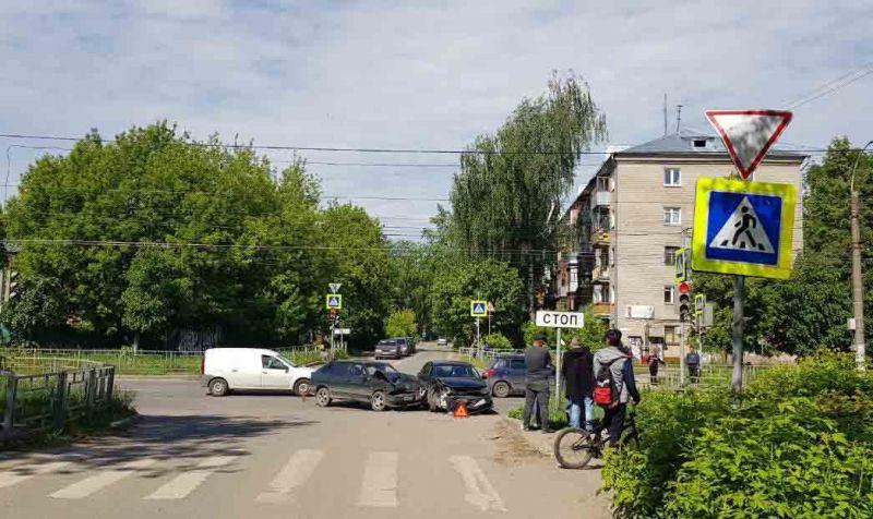 Авария на перекрестке Ташкентская – Благова парализовала движение